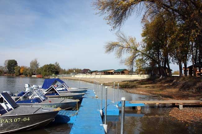 рыболовная база на воде